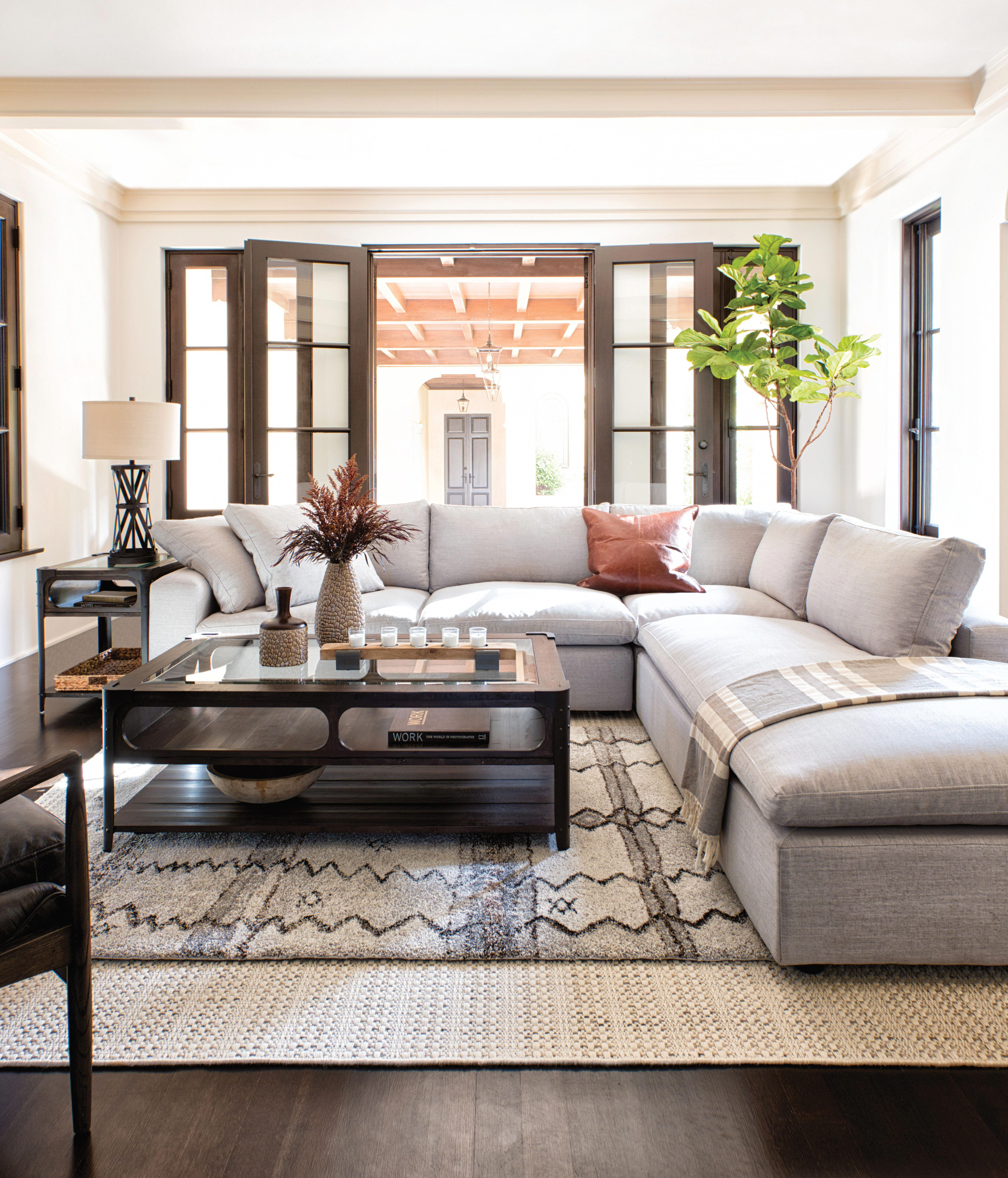 Decorating Your Living Room On A Budget | Cottage Decorating On A ...