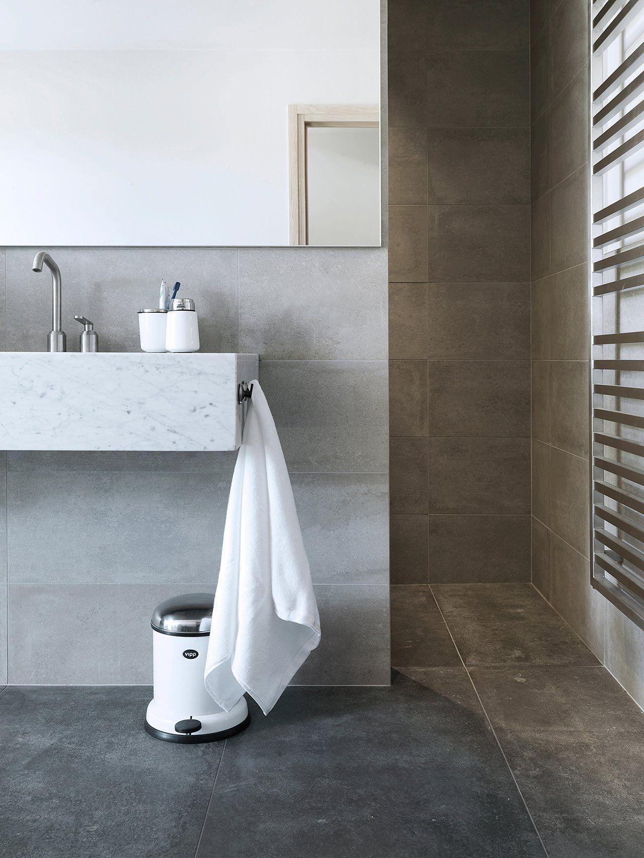 Bathroom In Bretagne Vipp Pedal Bin Badezimmer Inspiration Badezimmer Fliesenboden