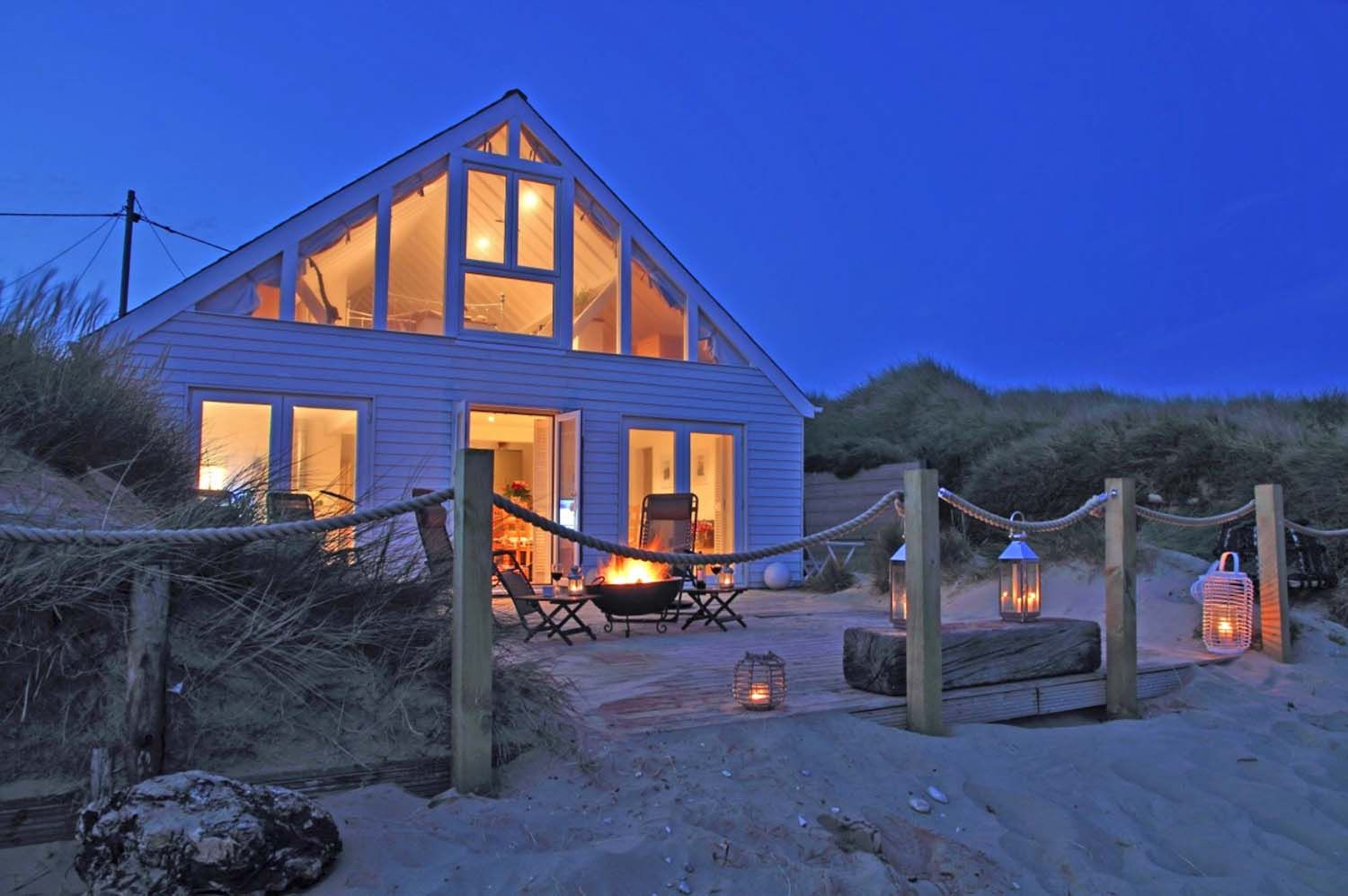 A Perfect Seaside Holiday In East Sussex Barefoot Beach House Luxury Beach House Seaside House Beach Houses For Rent