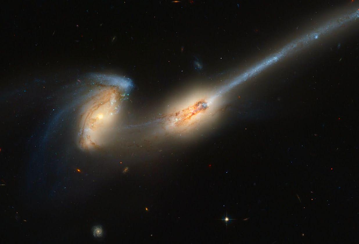 hubble galaxy collision - HD1236×841