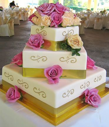 three tiers square cake with red flowers gold and ivory 3 tier