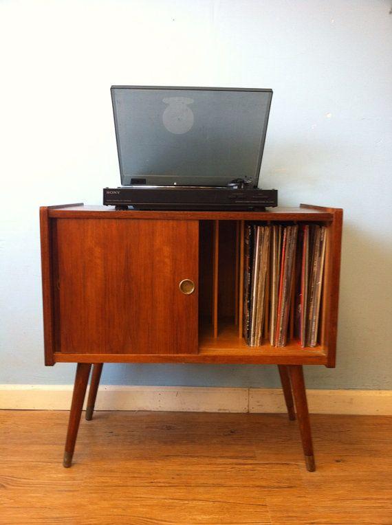 Schallplattenspielerschränkchen <3