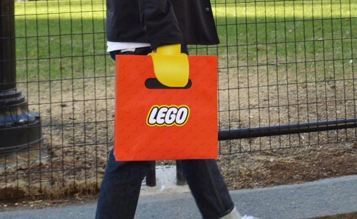 lego-lego-hand-bag-direct-marketing-design-389088-adeevee-700