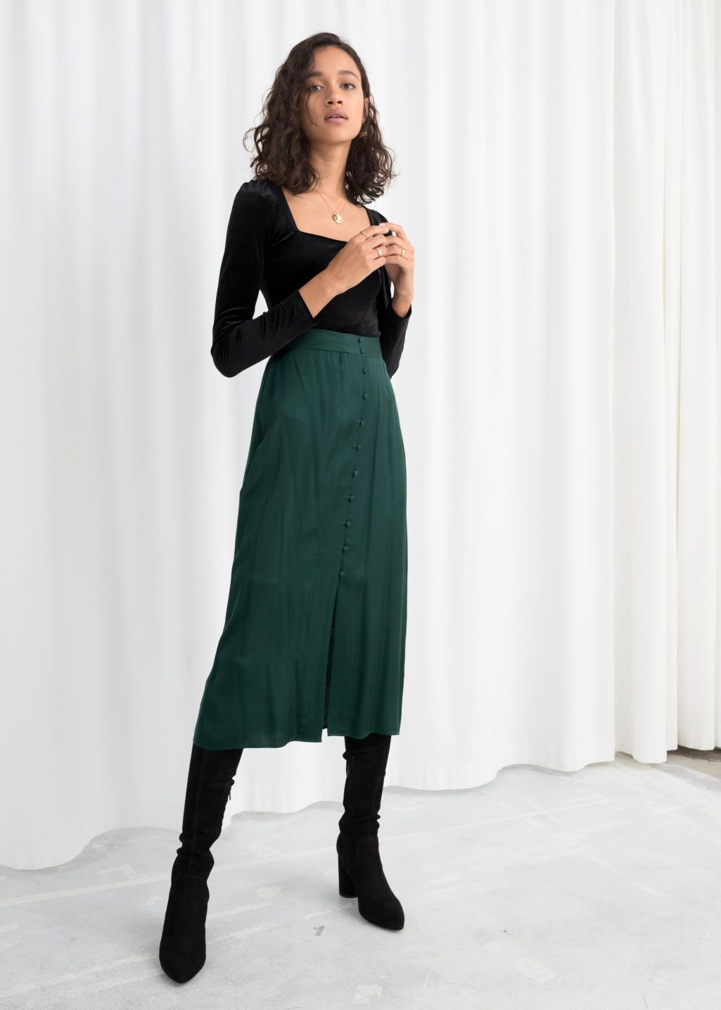 2be86a3adc36 High Waisted Buttoned Midi Skirt - Green -   Other Stories Zimné Odevy