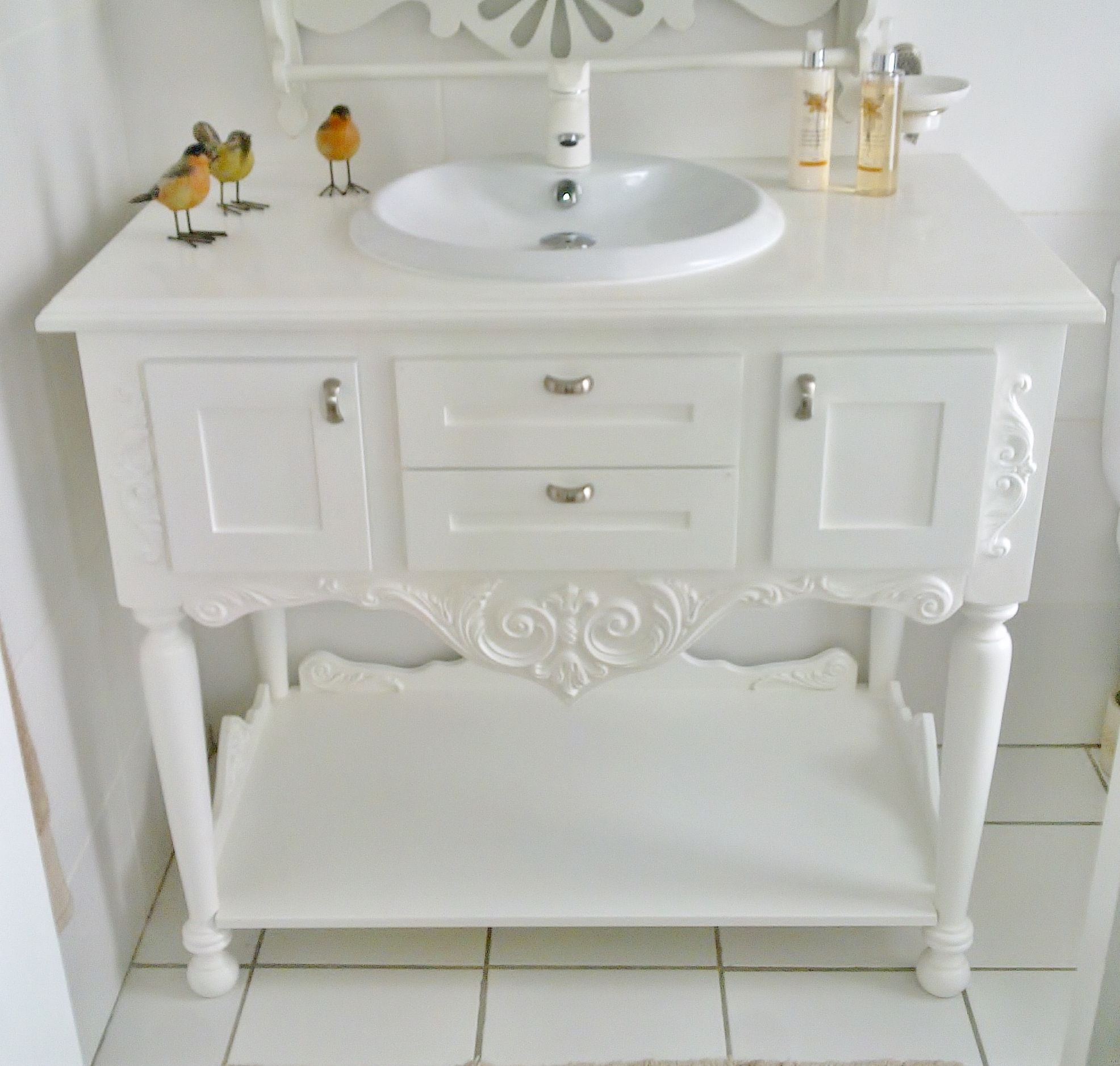 Country Antique Bathroom Vanity with Detail Decor and Stunning