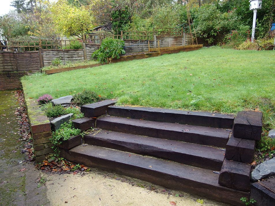Railway Sleeper Steps Google Search Sleepers In Garden Garden Services Backyard