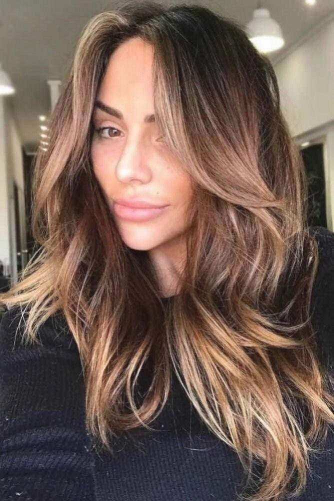 Wählen Sie eine braune Haarfarbe für Ihre Hautton-Liebesfrisuren