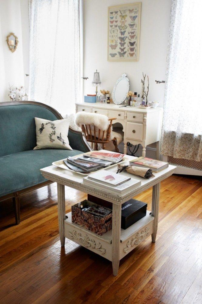 50 small space living ideas you can use now mesas for Amoblar departamentos pequenos