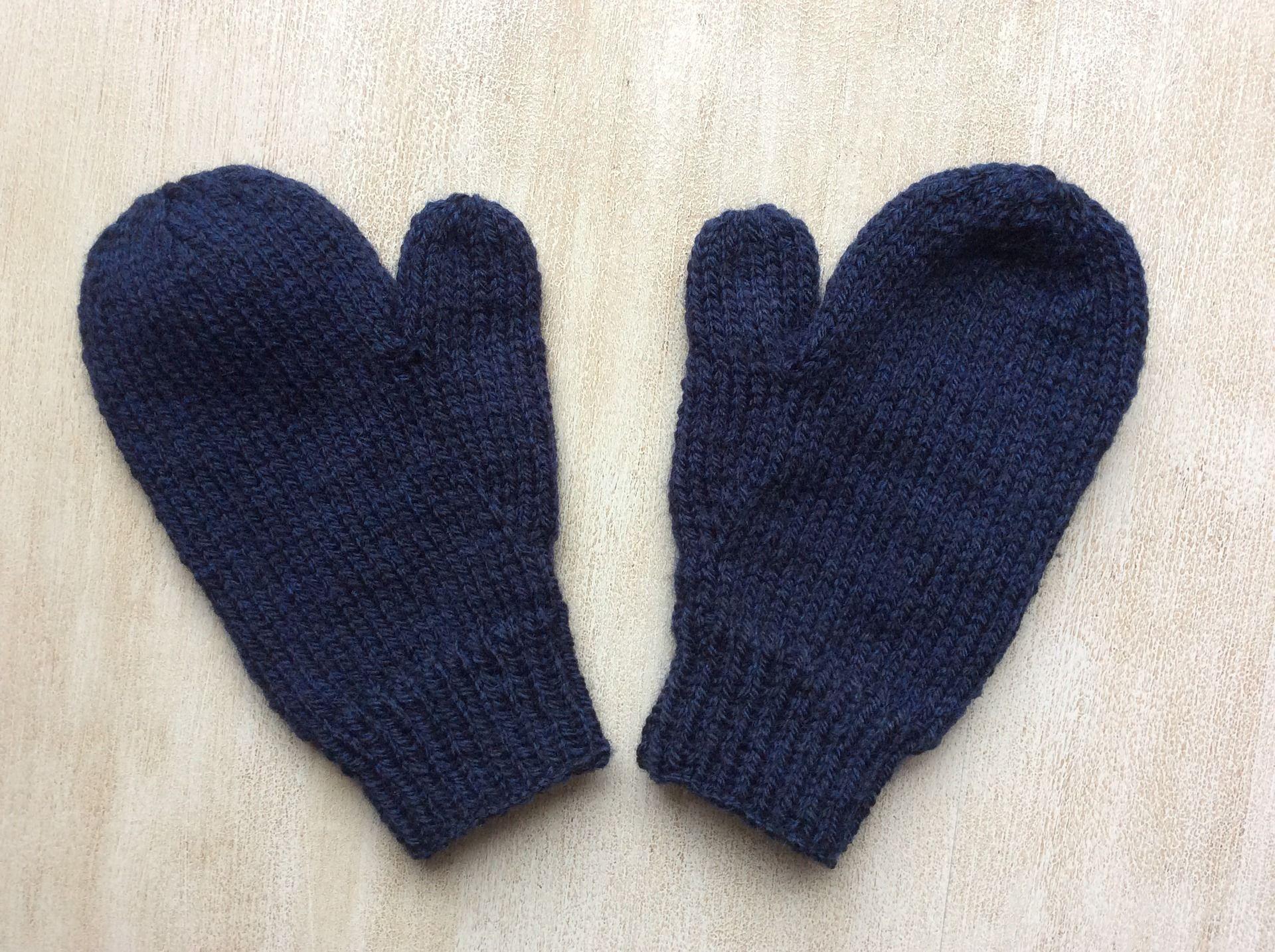 moufles gants avec pouce bleu marine pour enfant 3 4 ans pattes d 39 ours pour messon tricot. Black Bedroom Furniture Sets. Home Design Ideas