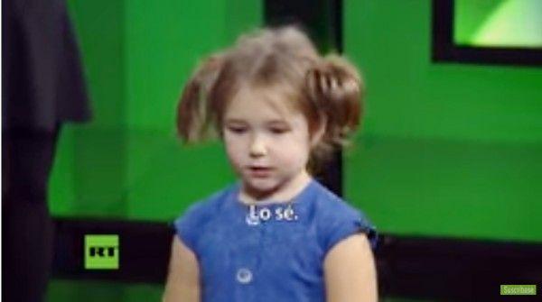 Nina rusa de apenas 4 años domina ya 7 idiomas: inglés, alemán, chino, español, francés y árabe (VIDEO)