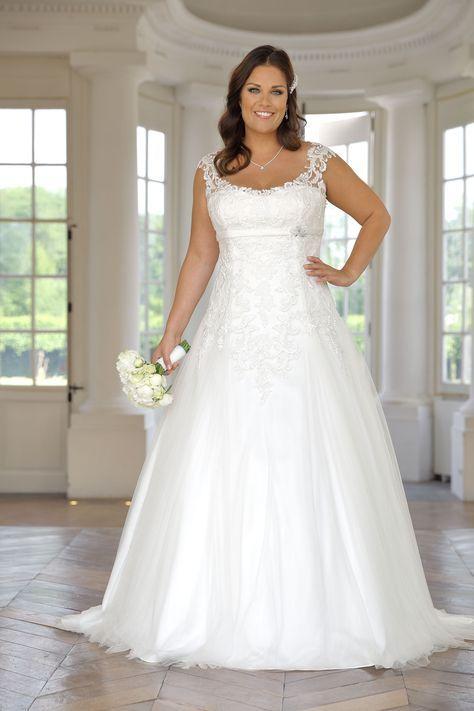 Pin by Amy Besser on Wedding dress | Beach style wedding ...