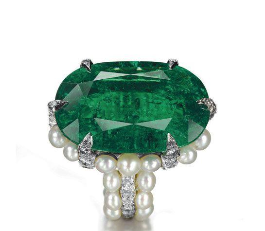 Emerald ring by jeweler JAR