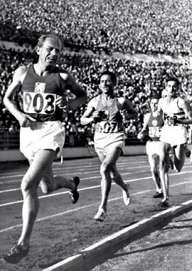 Emil Zatopek Helsinki Olympics When Asked About His Pained Expression During Races He Said Well Its Not Figure Skati Athletisme Piste De Course Athletes