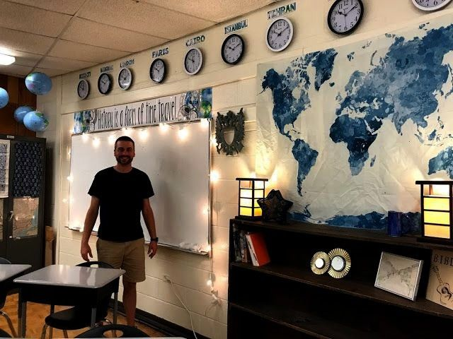 School World History Classroom: Inspiration für ein kleines, fensterloses Klassenzimmer - Building