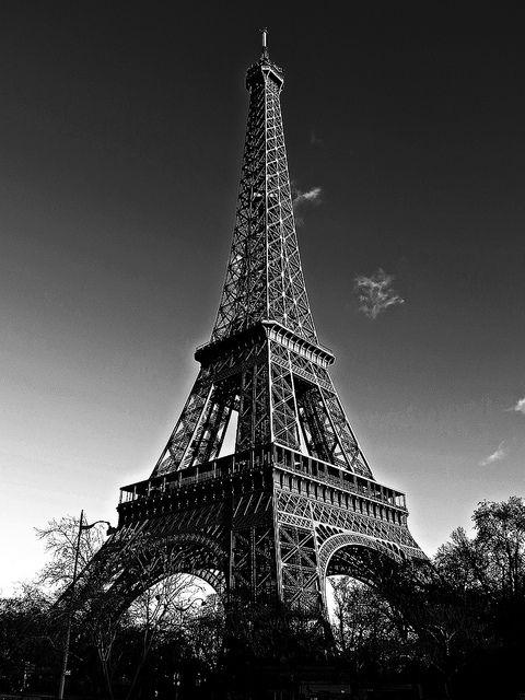 Tour Eiffel, Paris by Minastir eldain, via Flickr