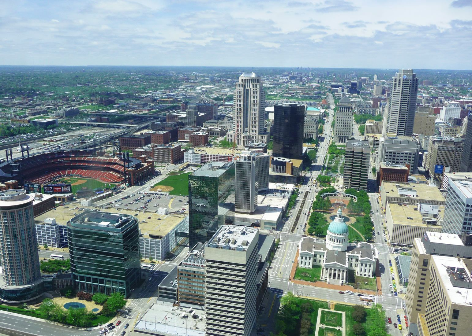 AN UNEXPECTED LOVE FOR ST LOUIS AND THE TEN REASONS WHY - Ten reasons to love the St Louis Missouri USA. Dig a little deeper and you will find a place that slowly grows on you until you can't help but fall in love.