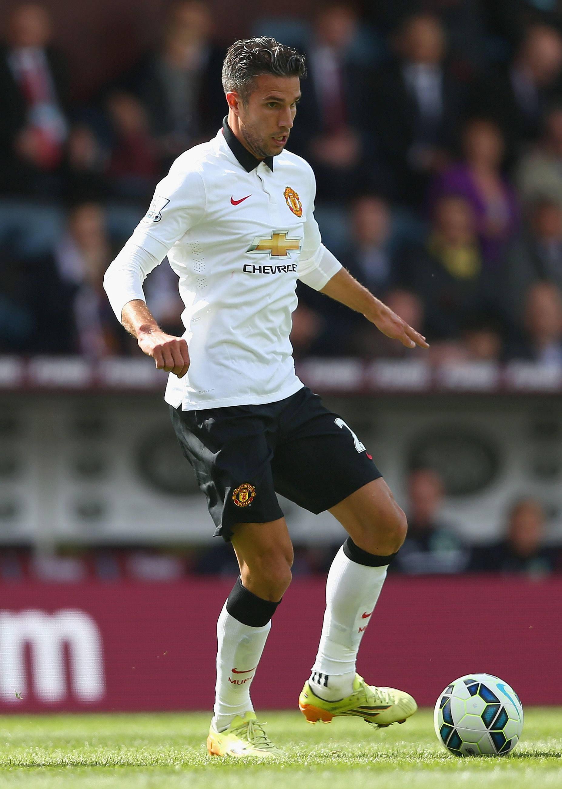 Manutd Striker Robin Van Persie Plays His First Game In The 2014 15 Away Kit Manchester United Manchester United Old Trafford Manchester United Football Club