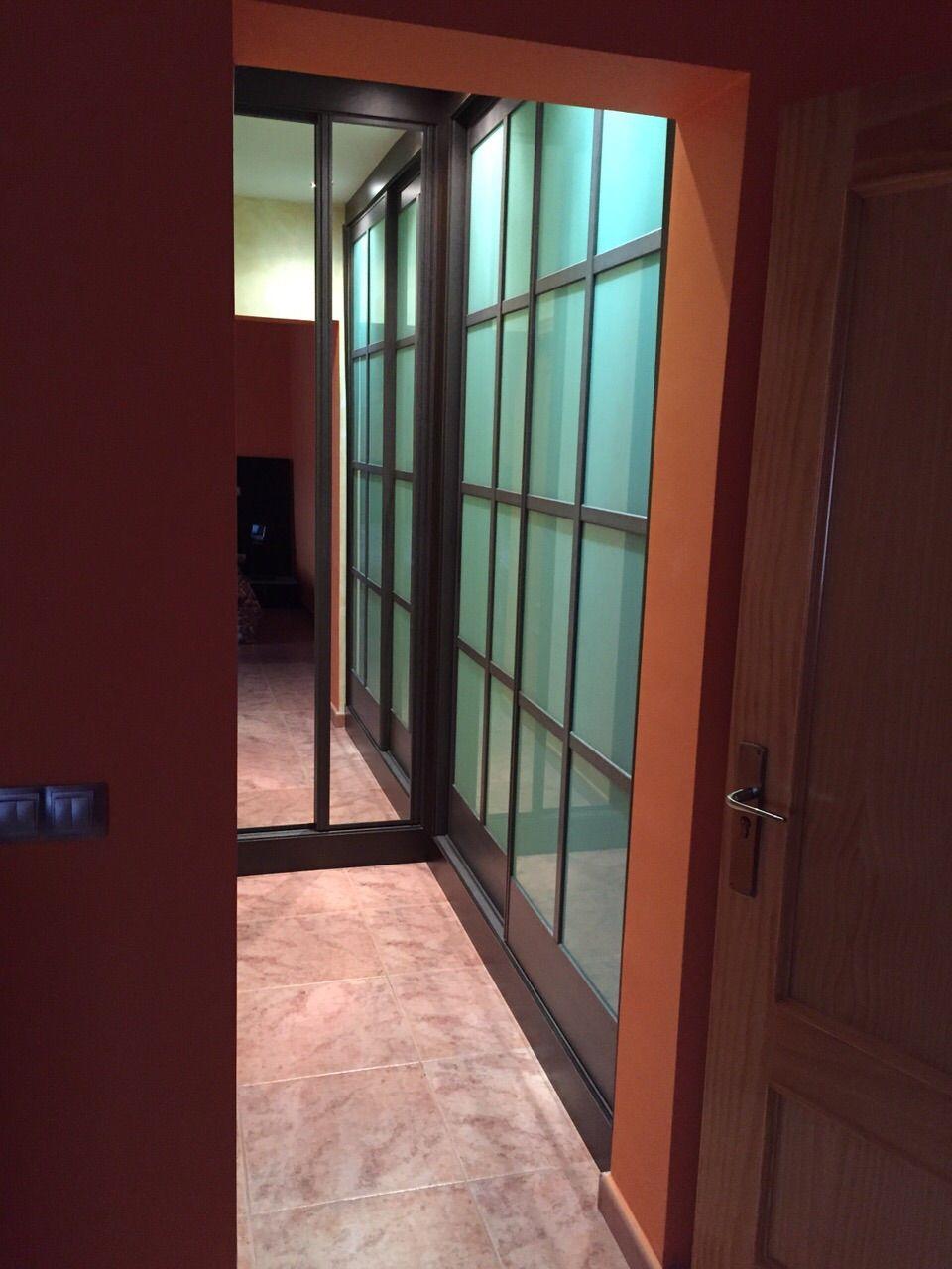 Vestidor a medida de puertas correderas estilo japones en - Medidas puerta corredera ...