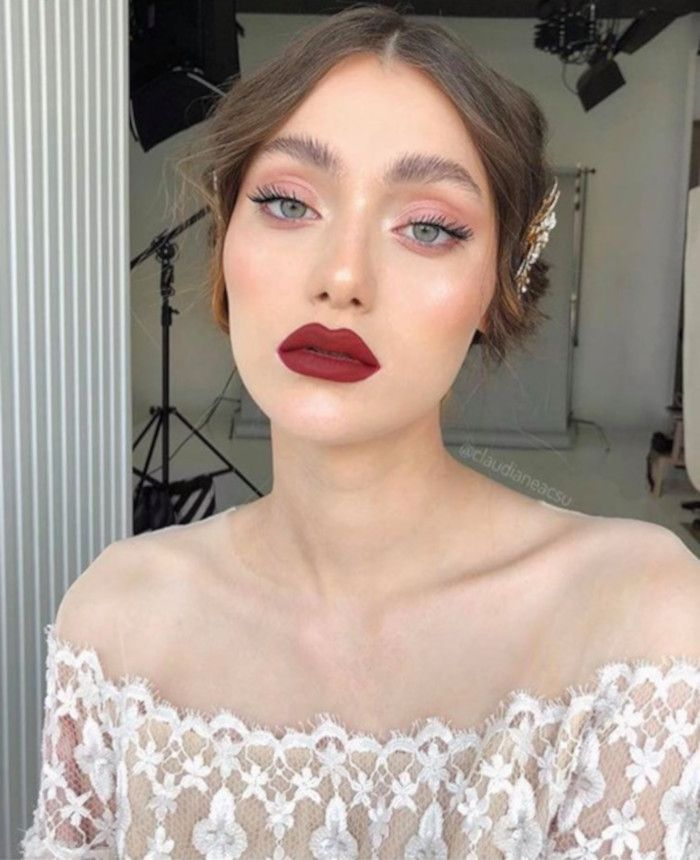 Photo of 10 Ways to Nail The Seductive Burgundy Makeup Look For Fall – VIVA GLAM MAGAZINE™