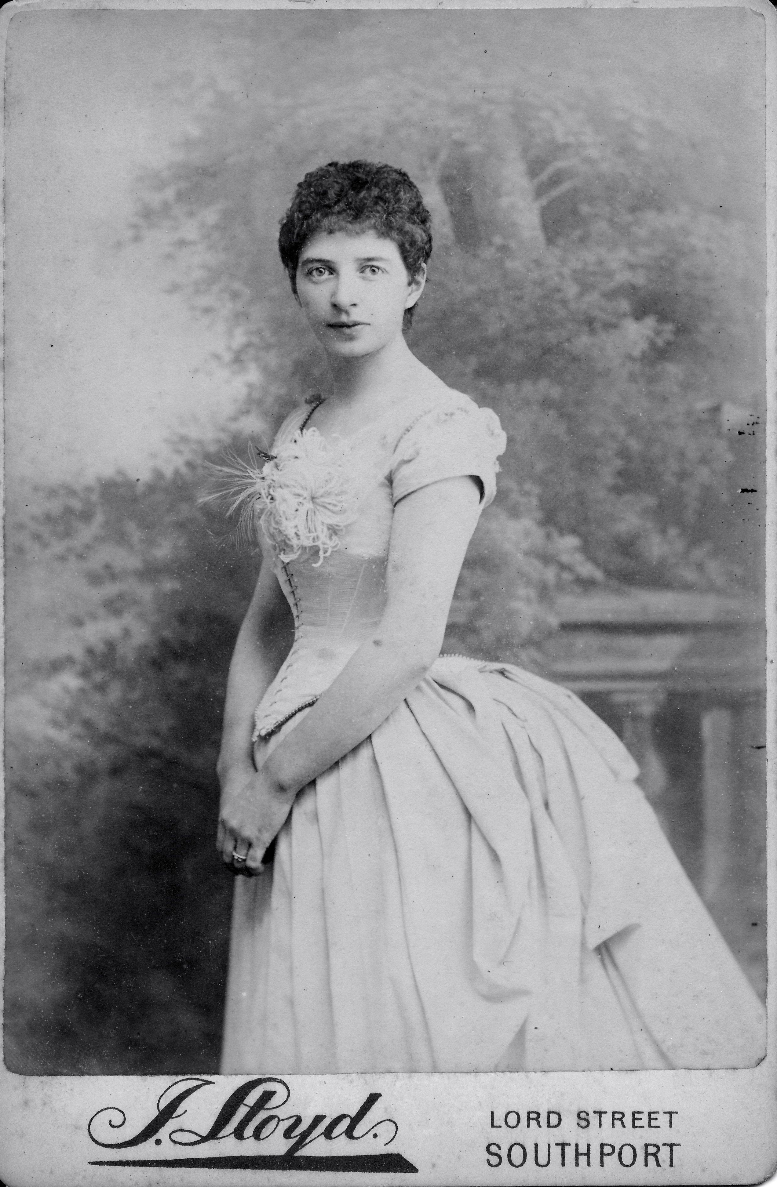 Short hair  Victorian hairstyles, Victorian women, Short hair styles