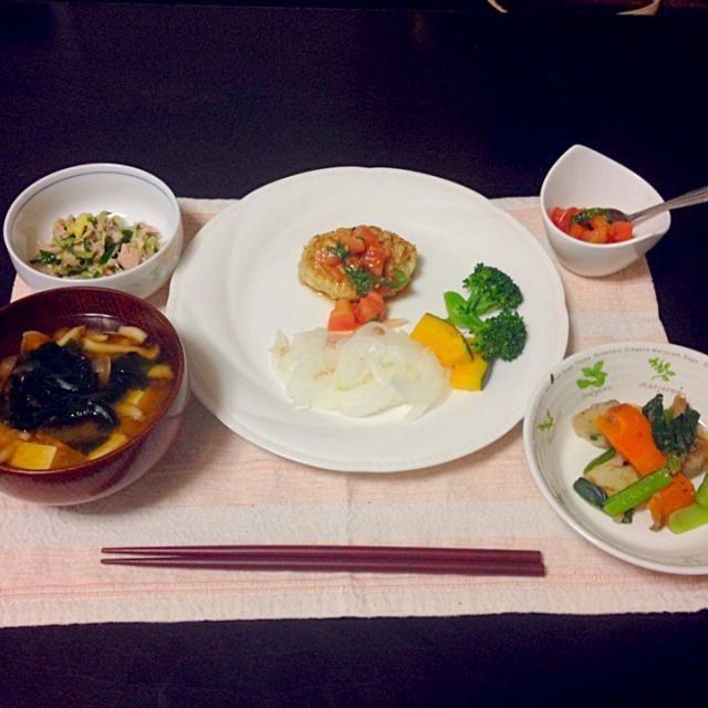 料理教室で習った和風ハンバーグを作りました! - 10件のもぐもぐ - 和風ハンバーグ(トマトと青じそのポン酢ソース添え) by miima
