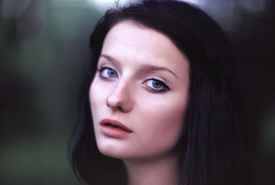 Pix For Gt Young Actress With Black Hair And Blue Eyes