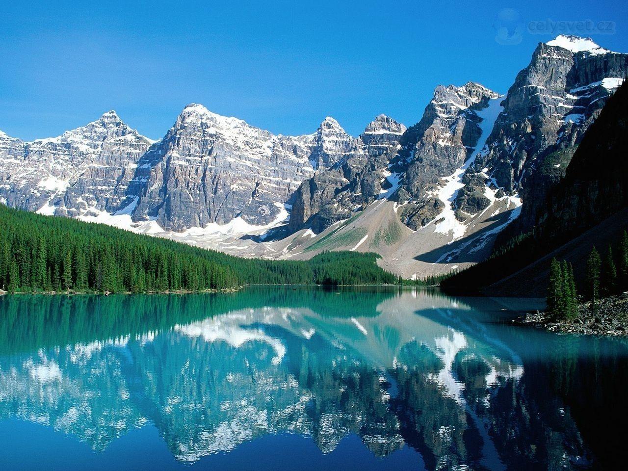 valley of the ten peaks alberta   Moraine Lake and Valley