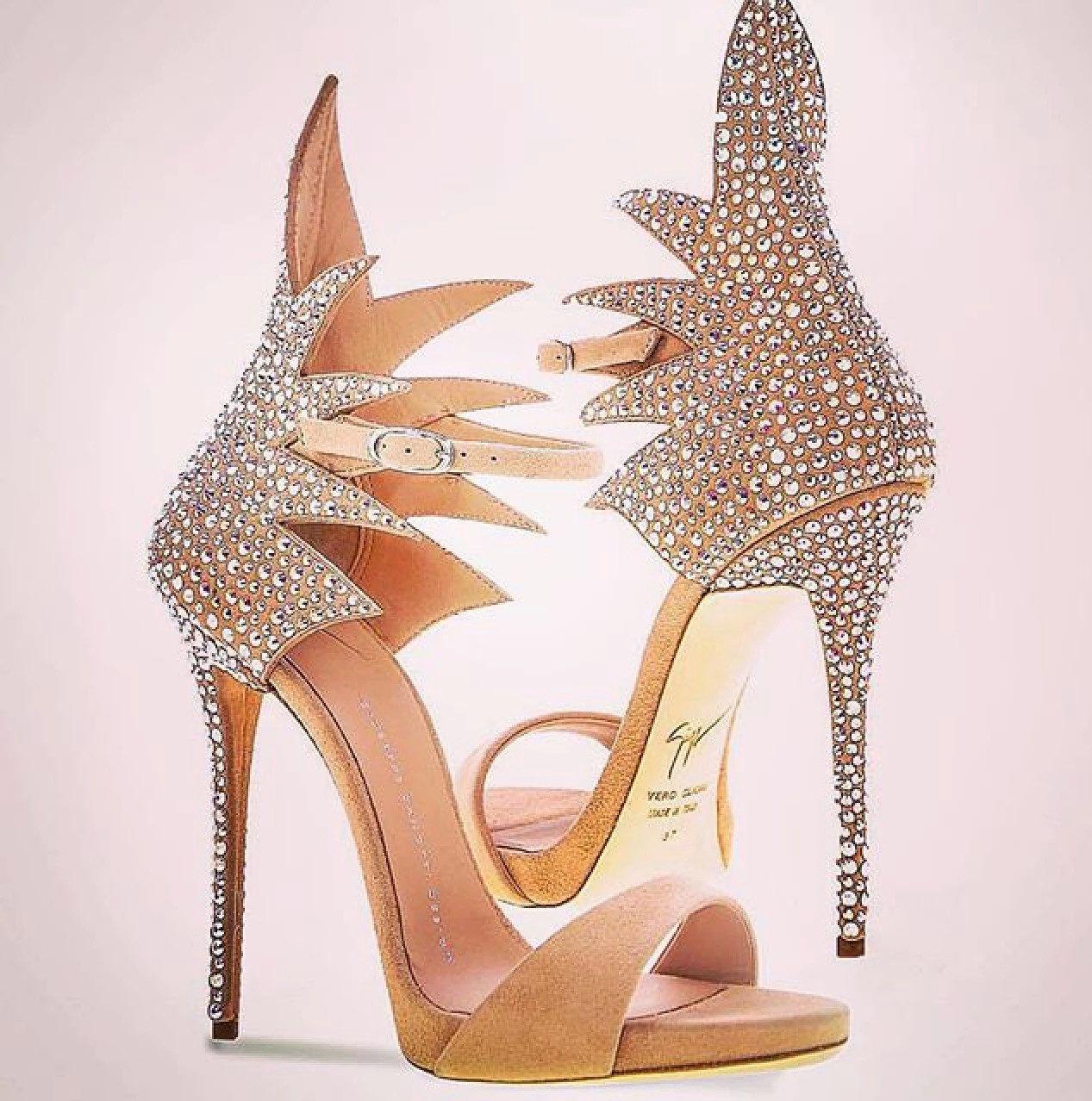 Lujosas sandalias para los eventos de noche. Impresionante belleza! #shoes #luxury #fashion #moda #estilo #style