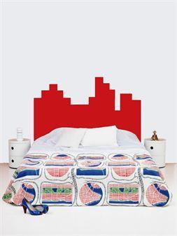 Kaunis kirkkaanpunainen Mr Mario -sängynpääty on saatavana kahtena eri kokona. Sen valmistaja on Myrica design ja suunnittelija Myrica Bergqvist.