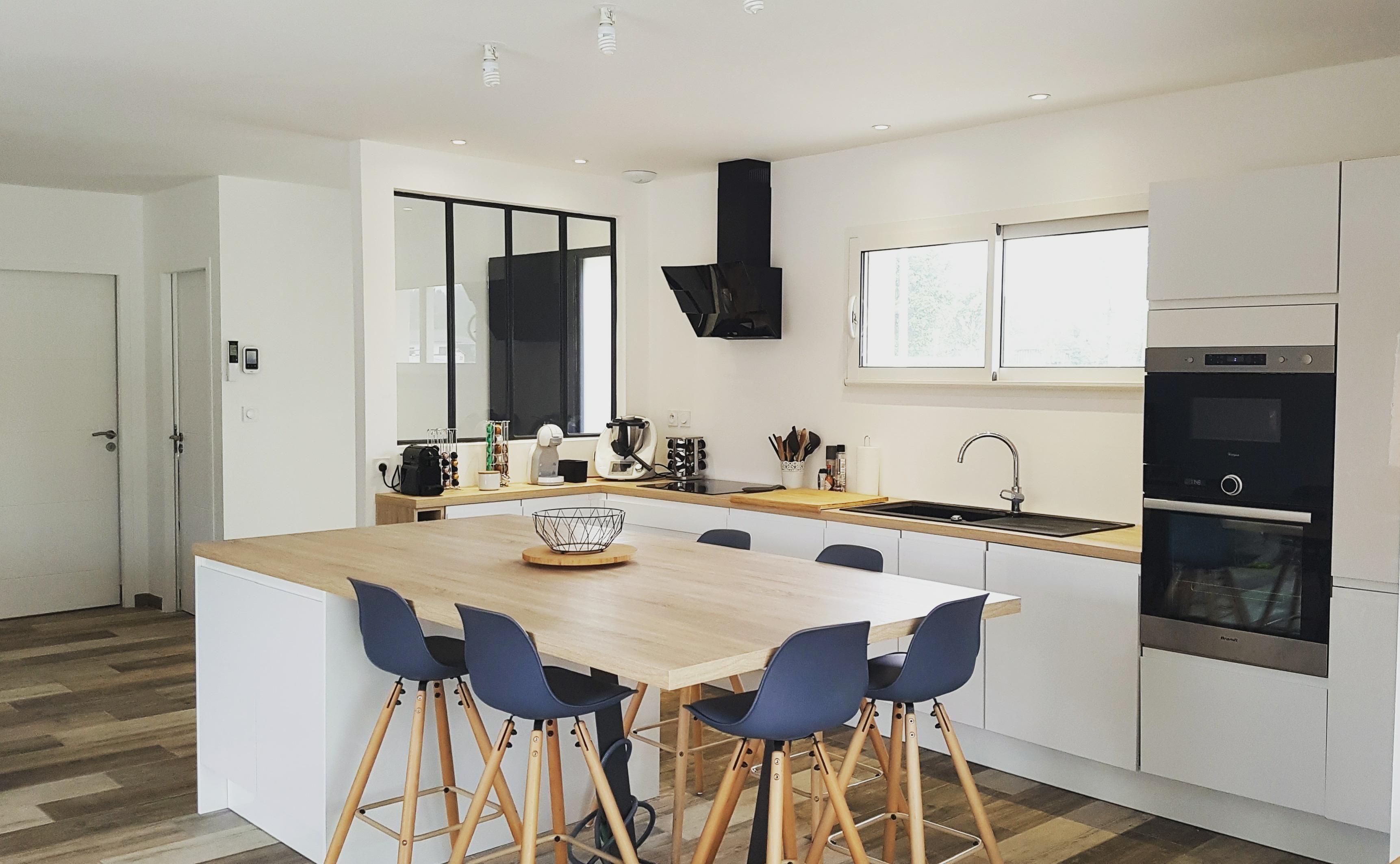 Cuisine Ilot Central Blanc modern furniture panosundaki pin