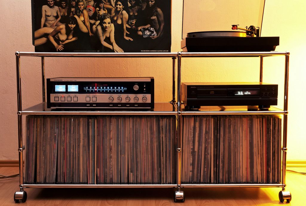 pin von ingo auf record shelves plattenspieler schallplatten regal und m bel. Black Bedroom Furniture Sets. Home Design Ideas