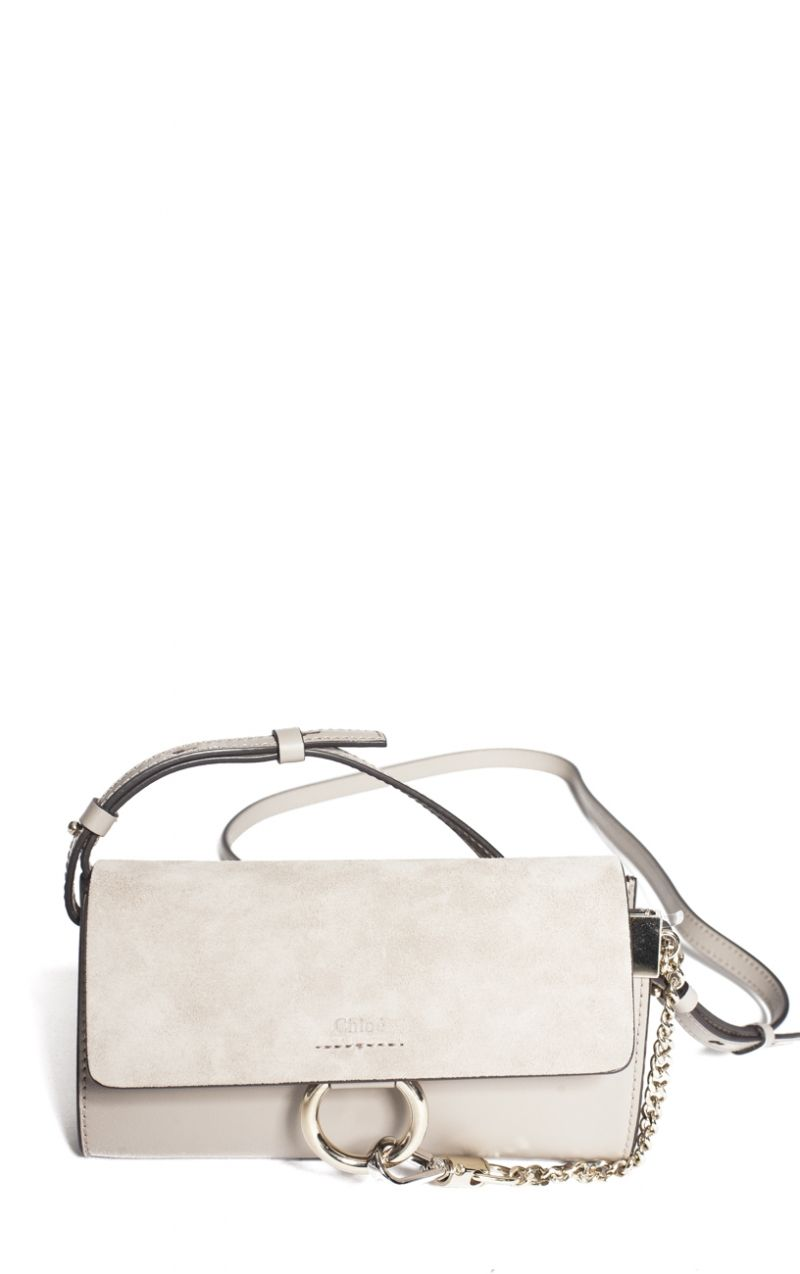 Le sac Faye small en daim et cuir gris signé Chloé Le sac portefeuille Faye 322e1a70e83