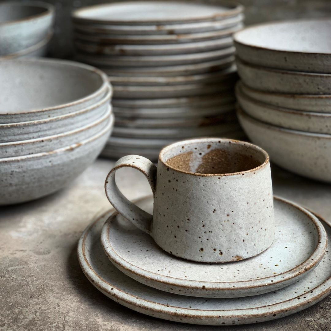 10grove Plates Dishes Saucers Kitchenware Kitchen Kitchendecor Interiordesign Designdetails Cook In 2020 Ceramic Tableware Handmade Ceramics Pottery Designs