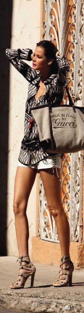 Gucci bag @}-,-;—