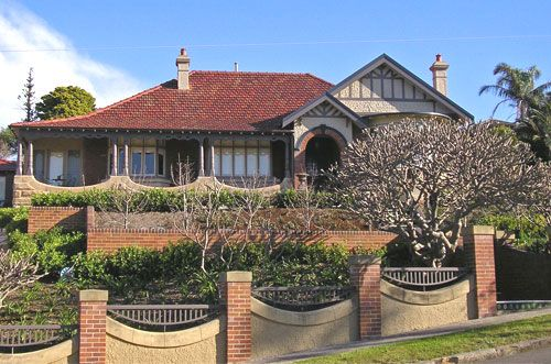 Federation home in sydney australia coogee architecture housing houses australia for Exterior house painting liverpool
