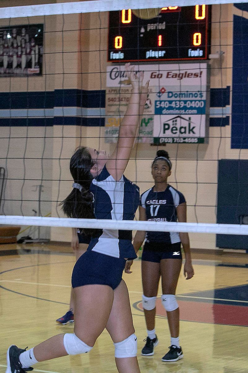 Pin By Talon Yearbook On 2019 Volleyball Ladies Golf Play Golf Lady