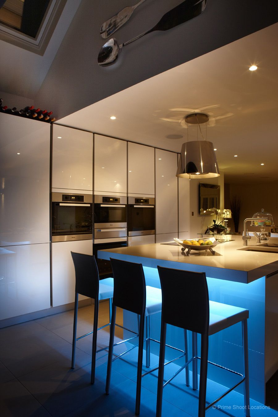 Best A Modern Detached Property With Contemporary Kitchen And 400 x 300