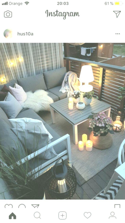 -kleiner Balkon mit gemütlicher Sitzecke, Kerzen und Laternen #Bereich #Balkon ... - #Balkon #Bereich #Gemütlicher #Kerzen #kleiner #Laternen #mit #Sitzecke #und #kleinerbalkon