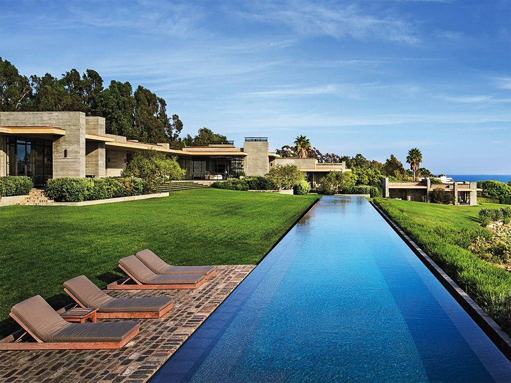 Casa com piscina de borda infinita arquitetura pinterest for Piscina infinita construccion