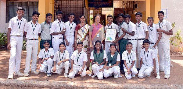 Class Room Library - Chutti Vikatan   ஒவ்வொரு வகுப்பறையிலும் ஒரு நூலகம்!   சுட்டி விகடன் - 2015-10-31