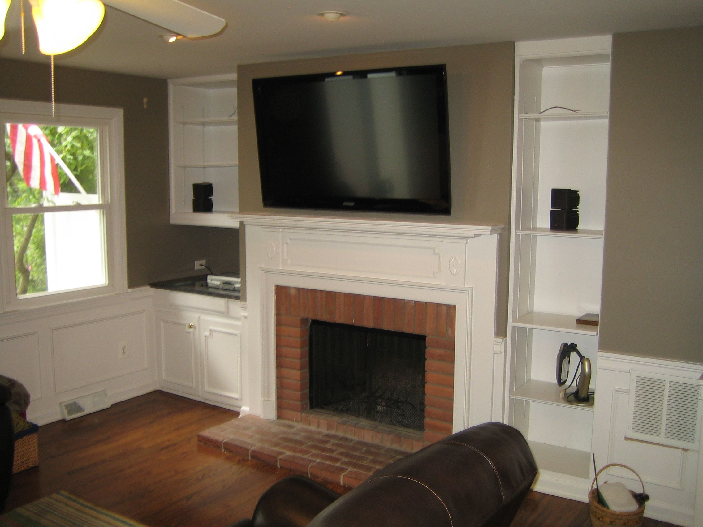 How Mount Tv Fireplace Ehow The Area Above Your Fireplace Is An Ideal Place To Mount A Television De Tv Above Fireplace Fireplace Design Brick Fireplace