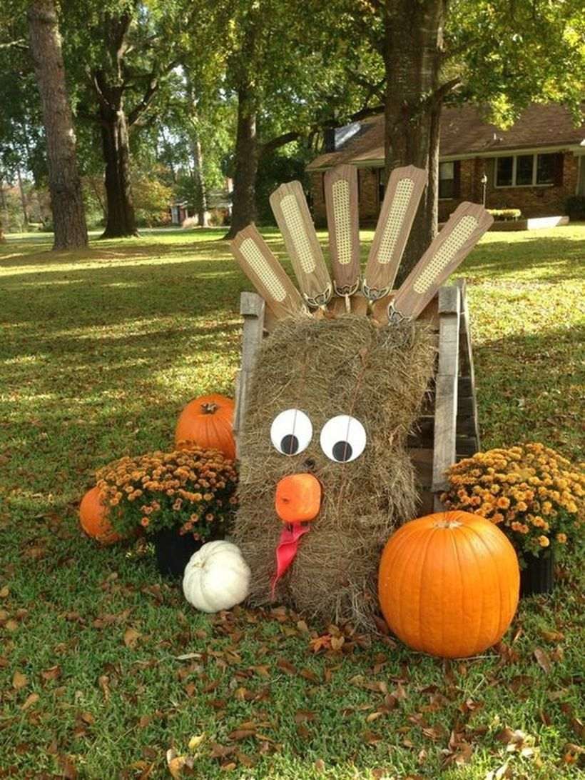 20 Incredible Fall Decorations For Your Front Yard On A Budget