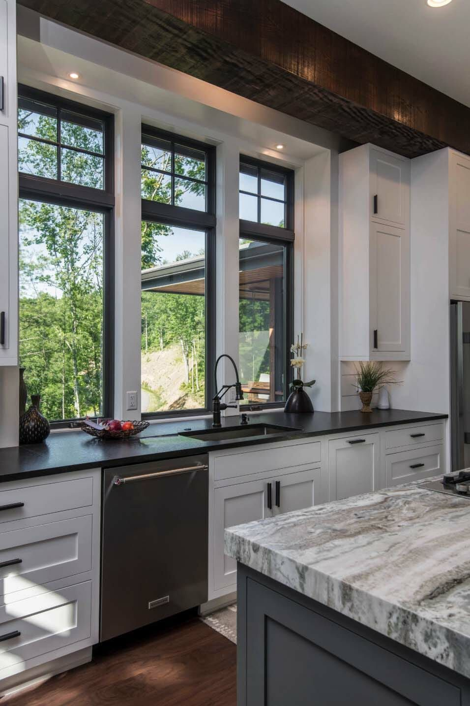 Inviting modern mountain home surrounded by forest in north carolina also top farmhouse kitchen backsplash ideas kitchenrenovations rh pinterest