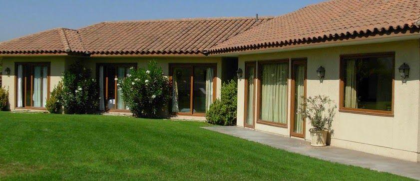 Casa colonial chilena moderna buscar con google casa for Casas con jardin enfrente