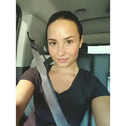 The day after the MTV Video Music Awards, Demi Lovato gave her skin a break and posted this #NoMakeupMonday selfie.