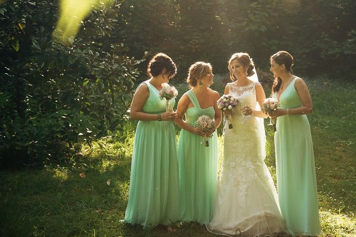 Bride and bridesmaids in mint | itakeyou.co.uk