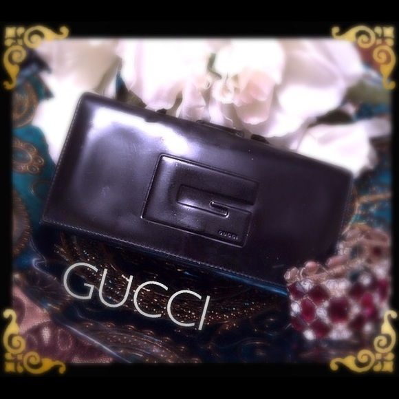 GUCCI.  wallet Weekend sale good used condition more pictures for tares and scarfs in the other list classic design hold 7 cc still a lot of life in this baby lift I hate to sell it but I need the money Gucci Bags Wallets