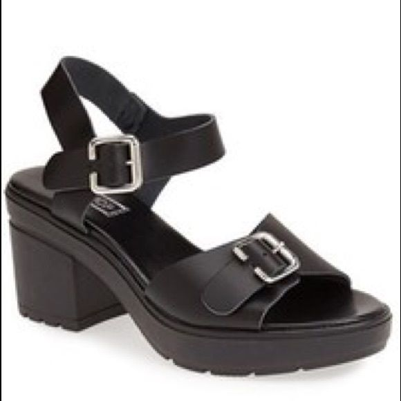 LIKE NEW Topshop sandal Worn once for 30mins. Basically new! Very comfy and fits true to size. Topshop Shoes Sandals