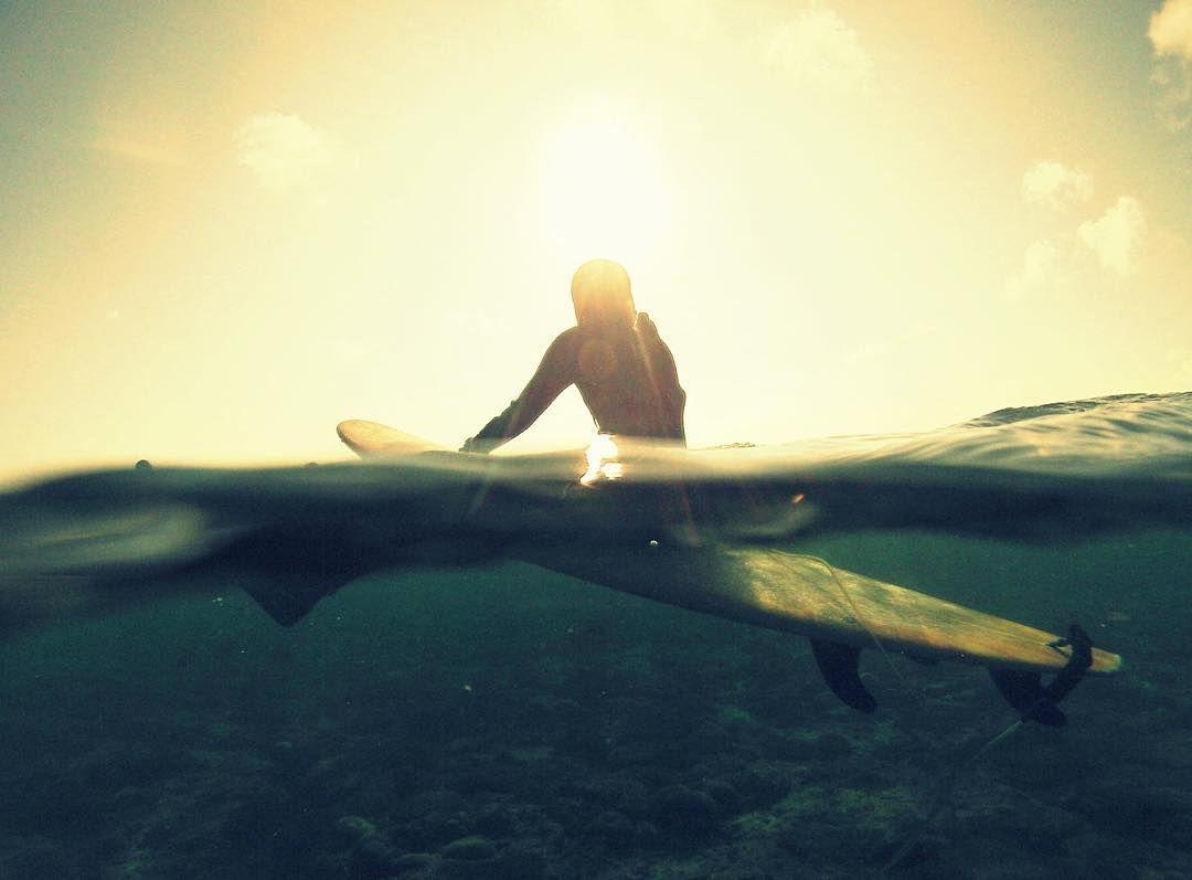 波待ちに眺める太陽 ぷかぷかと太陽や海底を眺めるだけでも気持ち良い