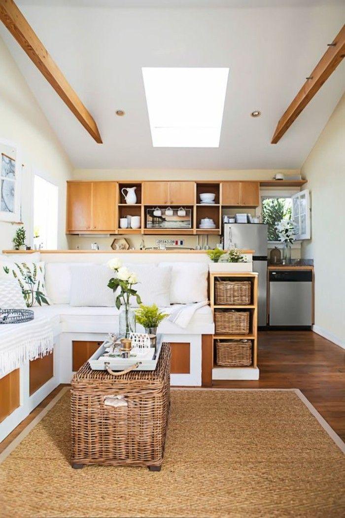 Salotto e cucina insieme, arredamento salotto con mobili in legno e ...